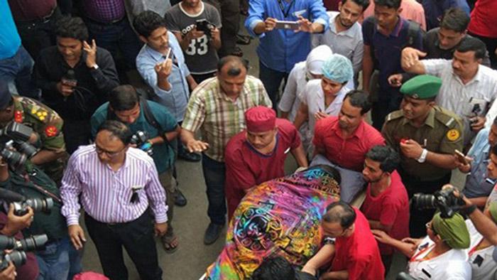 নেপালের কাঠমান্ডুতে বিমান বিধ্বস্তে আহত শেহরিন আহমেদকে দেশে ফিরিয়ে আনার পর ঢাকা মেডিকেল কলেজ (ঢামেক) হাসপাতালের বার্ন ইউনিটের আইসিইউতে রাখা হয়েছে