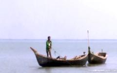 জেলেরা নিজ দেশের সীমানায় মাছ ধরতে ভয় পান