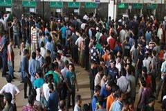 আগাম টিকেটের শেষ দিনে : কমলাপুরে উপচে পড়া ভিড়