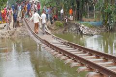 লালমনিরহাটের রেললাইন এখন ঝুলন্ত সেতু