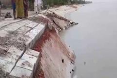 সিরাজগঞ্জের নির্মানাধীন বাধে ধস, এলাকায় আতঙ্ক