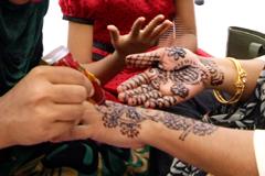 মেহেদী উৎসব পালন করেছে ঢাকাবাসী সংগঠন ও জাতীয় প্রেসক্লাব