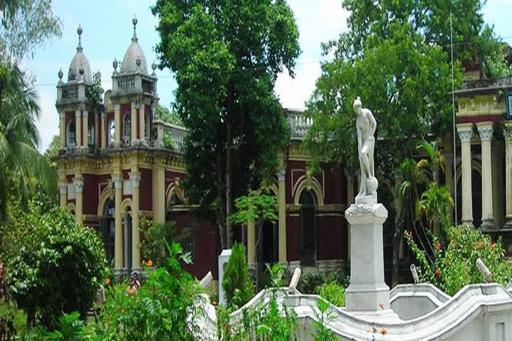 গাজীপুরে কালের সাক্ষী হয়ে দাঁড়িয়ে আছে ঐতিহাসিক ভাওয়াল রাজবাড়ী