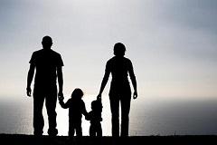 সন্তানদের সামনে পিতা-মাতার যা করা উচিত নয়