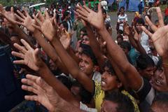 রোহিঙ্গাদের ত্রাণ দিতে তিন এনজিওর প্রতি নিষেধাজ্ঞা