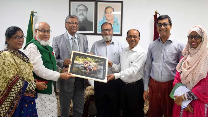 শেখ রাসেল গ্যালারিতে ডর্প'রআলোকচিত্র প্রদান
