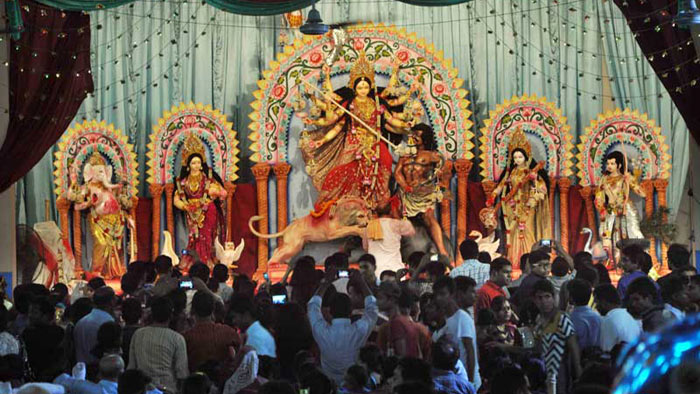 দুর্গা পূজা যেভাবে হলো হিন্দুদের প্রধান ধর্মীয় উৎসব