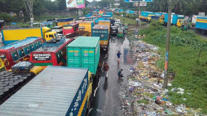 তীব্র যানজটে ঢাকা-চট্টগ্রাম মহাসড়ক