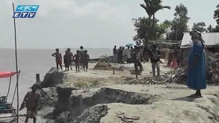 গাইবান্ধায় দেখা দিয়েছে তীব্র ভাঙন, বিলীন হচ্ছে বসতভিটা