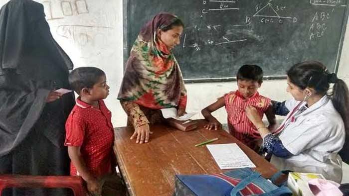 সিরাজগঞ্জে ডাঃ আমজাদ হোসেন স্মরণে চৌহালীতে ফ্রি মেডিকেল ক্যাম্প