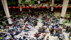 কমলাপুর রেলস্টেশনে মানুষের ঢল(ভিডিও)