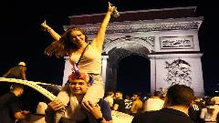 ফরাসি ফুটবলপ্রেমীদের বন্য সেলিব্রেশন, পদপিষ্ট হয়ে আহত ৩০