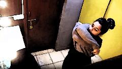 ট্রায়াল রুমে লুকানো ক্যামেরার অস্তিত্ব বুঝবেন ৪ উপায়ে