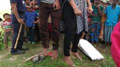 এক রশিতে শ্যালিকা-দুলাভাইয়ের ঝুলন্ত লাশ