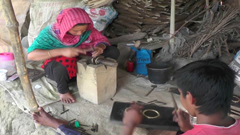 গহনা তৈরি করে সাতক্ষীরার তরুন- তরুনীরা স্বাবলম্বী (ভিডিও)