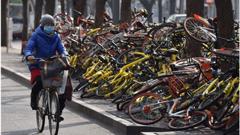 চীনে বিভিন্ন শহরজুড়ে যে কারণে বাইসাইকেলের পাহাড়