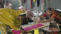 পাপোস তৈরির কারখানা গড়ে স্বাবলম্বী নারী (ভিডিও)