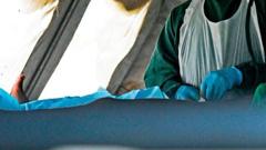 এইডস রোগ ঠেকাতে মোজাম্বিকে এক লাখ পুরুষের খতনা