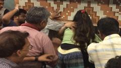 কলকাতার মেট্রোতে যুগলকে মারধরে নিন্দার ঝড়