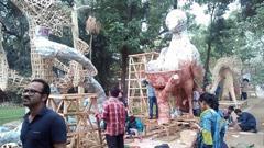 ঢাবির চারুকলাতে চলছে মঙ্গল শোভাযাত্রার প্রস্তুতি