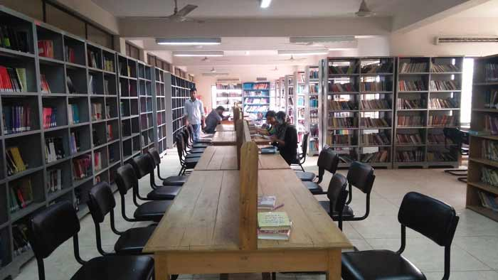 আসন সংকটে কুমিল্লা বিশ্ববিদ্যালয়ের লাইব্রেরী, বিপাকে শিক্ষার্থীরা