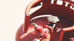 গ্যাস সিলিন্ডার থেকে দুর্ঘটনা এড়াতে মেনে চলুন ৮ বিষয়