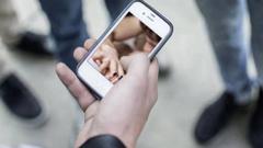 স্মার্টফোনে পর্নোগ্রাফি দেখার ৫টি মারাত্মক ঝুঁকি