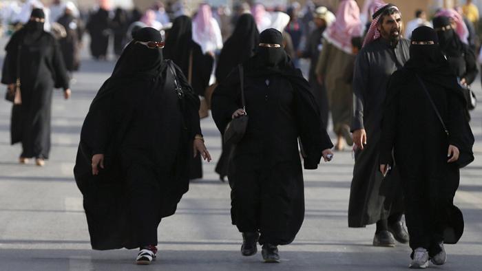 সৌদি নারীরা এখনো অনুমতি ছাড়া যে কাজগুলে করতে পারে না