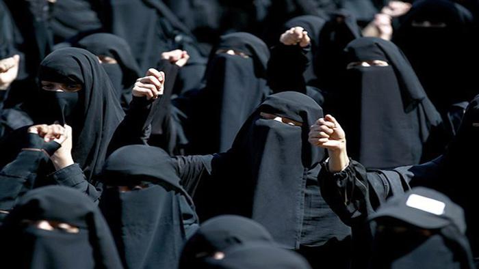 বোরকা না পরতে সৌদি নারীদের অভিনব প্রতিবাদ