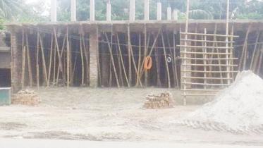 শার্শায় সরকারি জমিতে বহুতল ভবন নির্মাণের অভিযোগ