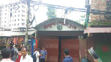 ক্লাব পাড়ায় পুলিশের অভিযান