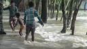 লালমনিরহাটে সড়ক ভেঙ্গে লোকালয়ে ঢুকছে তিস্তার পানি (ভিডিও)