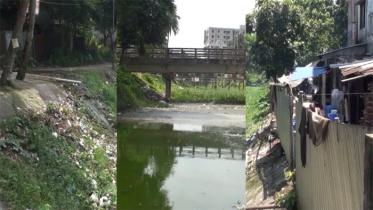 মানিকগঞ্জ শহরের ওয়াকওয়ে যেন ময়লার ভাগাড় (ভিডিও)