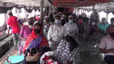 বরিশালে লঞ্চ চলাচলে উপেক্ষিত সরকারি নির্দেশনা