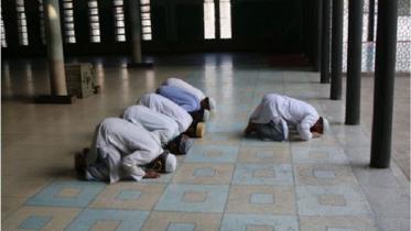 তারাবিতে মসজিদে ১২ জনের বেশি নয়