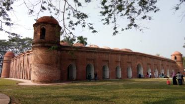 করোনা আতঙ্ক: ষাটগম্বুজ মসজিদে দর্শনার্থী প্রবেশে নিষেধাজ্ঞা
