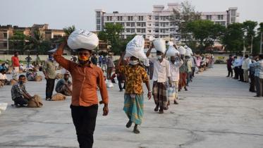 বরগুনায় করোনা মোকাবেলায় কাজ করছে কালেক্টরেট সহকারীরা