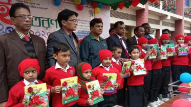 চাঁপাইনবাবগঞ্জে প্রাথমিক শিক্ষার্থীদের বই উৎসব