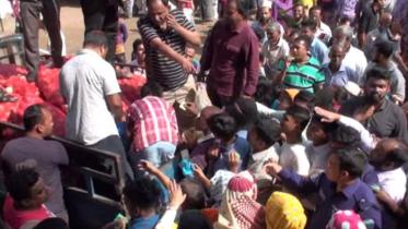 কুমিল্লায় ৪৫টাকা কেজিতে টিসিবির পেঁয়াজ