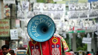 'ভোটের গানে' জমজমাট প্রচারণা