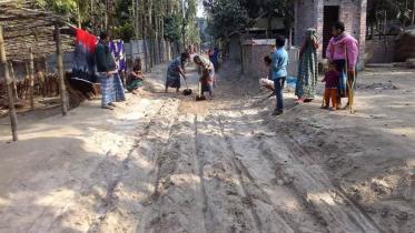 কুড়িগ্রামে বালু সংকটে বন্ধ শত কোটি টাকার কাজ
