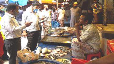 মোংলায় অসাধু ব্যবসায়ীদের জরিমানা