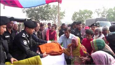 সিরাজগঞ্জে দুস্থ-অসহায়দের কম্বল দিল র্যাব