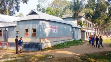 কলেজের জায়গা দখল করে অসামাজিক কার্যকলাপ