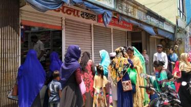 সুনামগঞ্জে ঝুঁকি উপেক্ষা করে জমজমাট ঈদবাজার