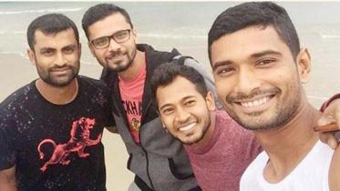 আম্পানে ক্ষতিগ্রস্তদের সহায়তায় জাতীয় ক্রিকেটাররা