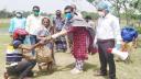 মোল্লাহাটে হতদরিদ্রদের খাদ্য সামগ্রী পৌঁছে দিলেন ইএনও