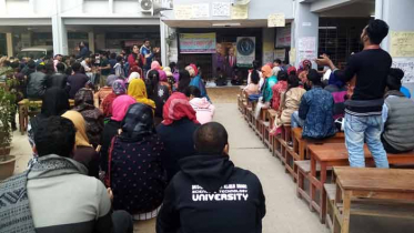 আন্দোলনে অনড় শিক্ষার্থীরা: কার্যত অচল বশেমুরবিপ্রবি