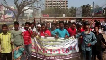 কুমিল্লায় পুলিশি হয়রানির প্রতিবাদ জানাল সিএনজি শ্রমিকরা