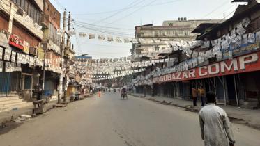 রাজধানীতে যানবাহন ও নৌ চলাচল বন্ধ